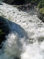 Бурный поток Чемальской ГЭС